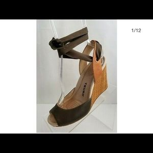 Tsubo wedges with interchangeable ribbon